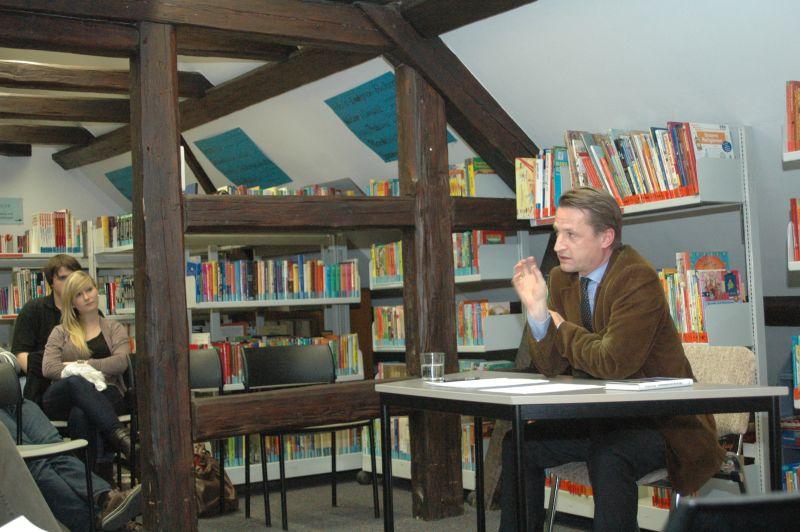 Faul, korrupt und machtbesessen? mit Nikolaus Blome, deutscher Journalist und Leiter der BILD-Parlamentsredaktion in Berlin.