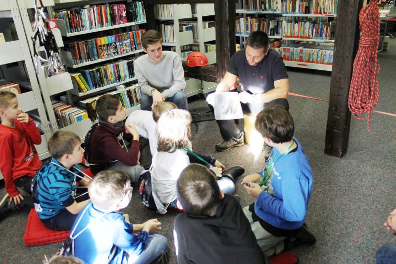 Leseabenteuer für Jungen - die spannenden Geschichten werden von echt coolen Kerlen vorgelesen